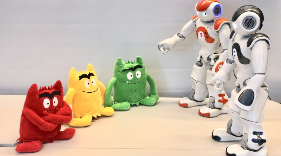 robots playing a colour naming game